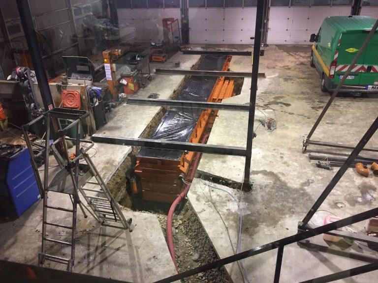 fosse de garage préfabriquée dans atelier existant
